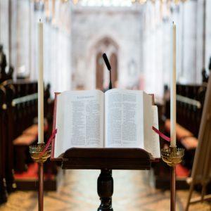 pupitre eglise lecture de la bible